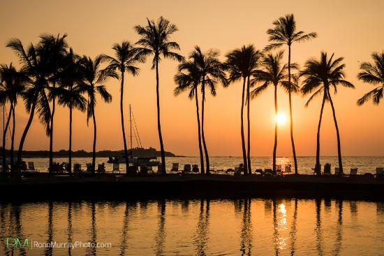 Kolea at Waikoloa Beach Resort: Sunset view from the nearby beach