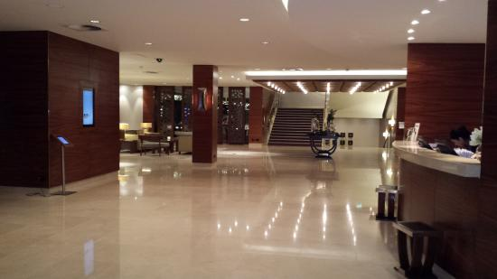 Foyer In Hotel : Ground floor foyer reception and concierge area at hotel