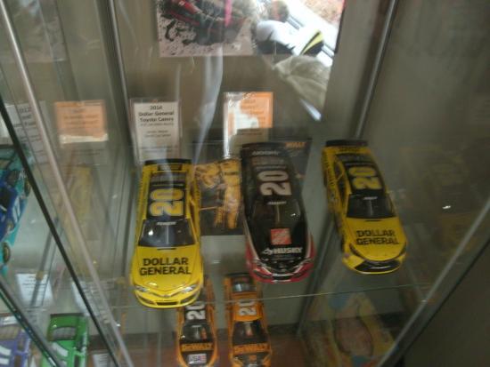 Matt Kenseth Museum: Three of Kenseth's Gen 6 1:24 cars