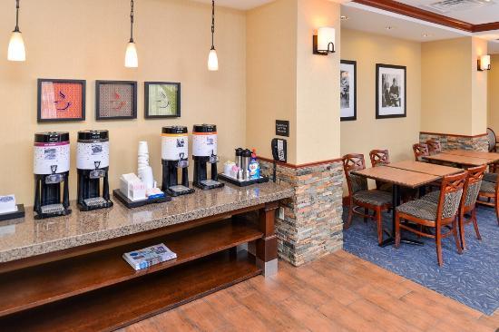 Hampton Inn Evanston: Coffee Station