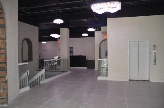 เดลาแวน, วิสคอนซิน: Airy lobby