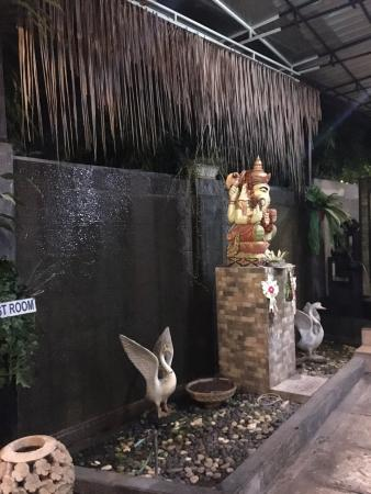 Ulam Restaurant: Indoor Water Feature