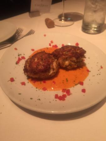 Fleming's Prime Steakhouse & Wine Bar: Crab Cakes and Tomato Basil Soup were scrumptious.