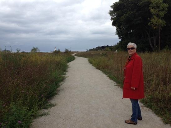 เซาท์แทมป์ตัน, แคนาดา: Judy McNamara, of Ann Arbor, Michigan, enjoying a stroll in Southampton, where her father was ra