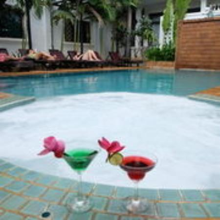 Tanei Boutique Villa: Pool Bar Side