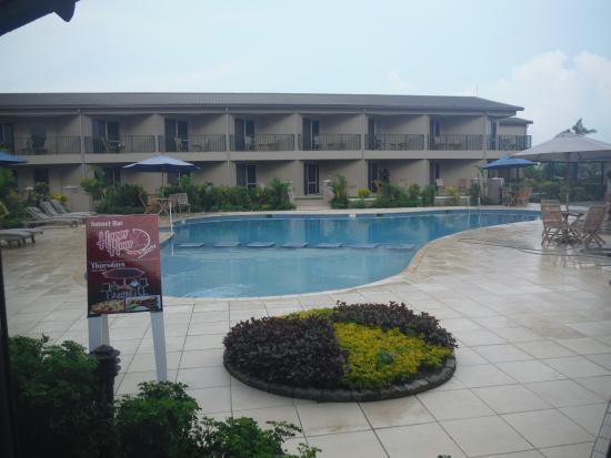 Tanoa Waterfront Hotel: the pool area
