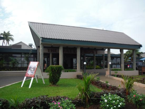 Tanoa Waterfront Hotel: front of hotel