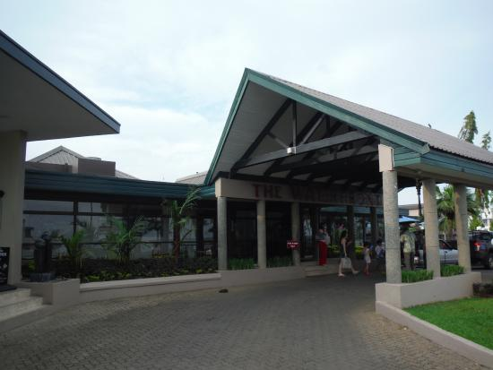 Tanoa Waterfront Hotel: entrance