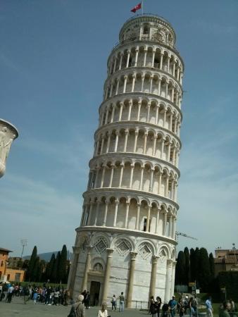 foto de La torre de Pisa en el 3 de abril de 2016 hacía un día