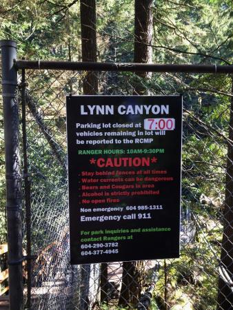 North Vancouver, Canadá: Sign at Suspension Bridge
