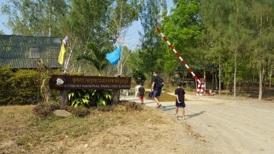 Prachuap Khiri Khan Province, Thailand: Entrance before you jump on the ute