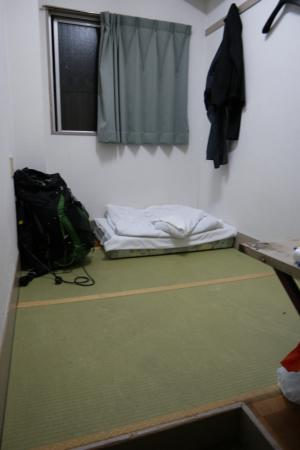 Backpacker's Hotel New Koyo : Single room Japanese style (no bed, sleep on floor)