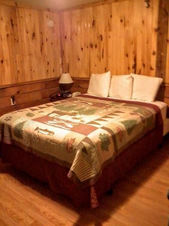 Vacationland Inn: Our room