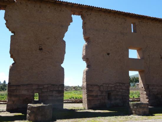 San Pedro, Peru: Temple walls
