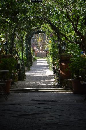 Molise, Włochy: Agnone, un cortile nel centro storico