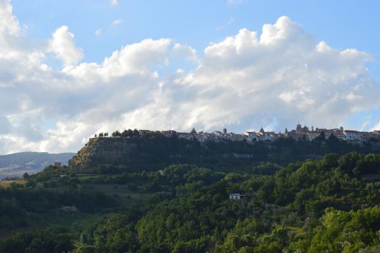 Molise, Włochy: Agnone, vista dalla valle