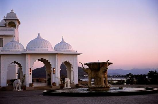 Radisson Blu Udaipur Palace Resort & Spa: An eye-soothing view from the main entrance