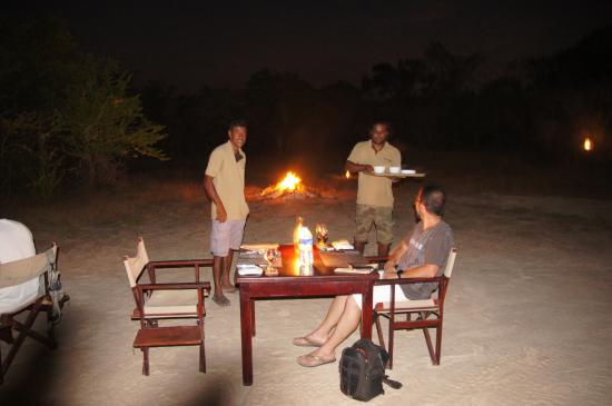 repas au coin du feu de camp picture of wild trails yala yala national park tripadvisor. Black Bedroom Furniture Sets. Home Design Ideas
