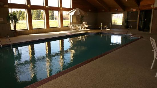 Madelia, MN: Heated pool, 86 degrees!