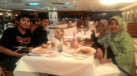 dinner at fiesta restaurant at sari pan pacific hotel jakarta rh tripadvisor com au