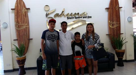 Kahuna Beach Resort and Spa: Hotel lounge are accommodating and appreciative!