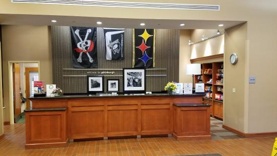Hampton Inn & Suites Pittsburgh - Downtown : reception desk