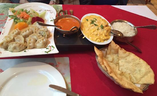 Restaurant Tibet: Momo (meat dumplings) and chicken with Bhutanese cheese