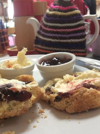 Hilltop Farm Shop: Yummy cream tea