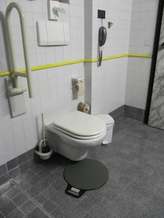 behindertengerechte dusche bild von parc hotel gritti