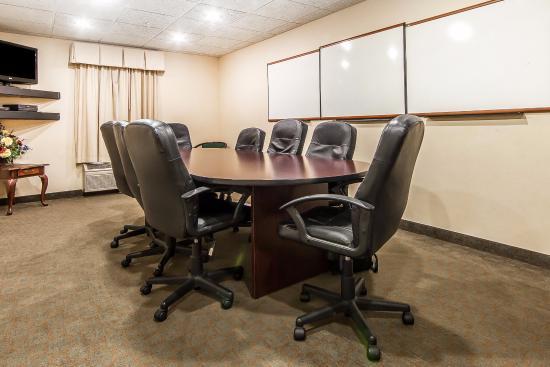 Quality Inn Alcoa: Conference Room