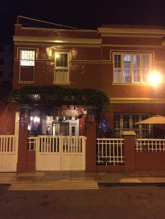 Casa De Huespedes Porta: Frente del hotel porta