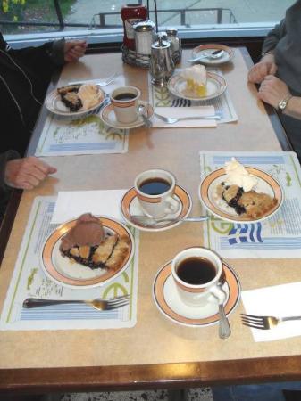 Acropolis Diner Restaurat: Our deserts