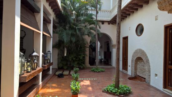 A view of the open courtyard at Hotel Quadrifolio