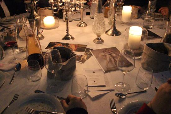 Ristorante Castello Di Poreta: Tavolo Rotondo Per 12 Persone