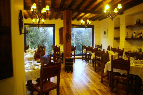 Hacienda Pinsaqui: Dinner dining room