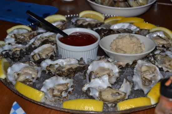 Des Moines, WA: Oyster platter.