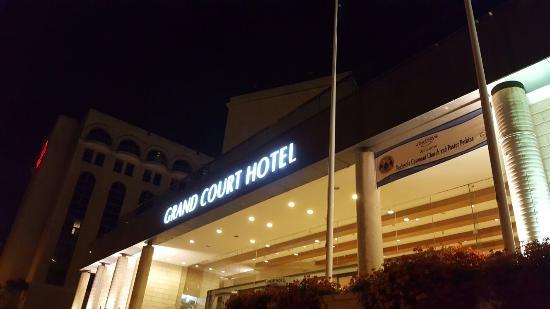 Grand Court Hotel: 20160408_201322_large.jpg