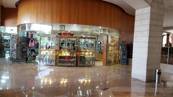 Grand Court Hotel: 20160408_164332_large.jpg
