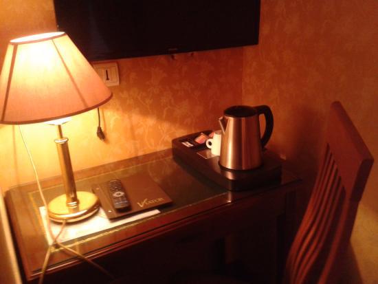 Hotel Viator - Paris Gare de Lyon: Scrivania