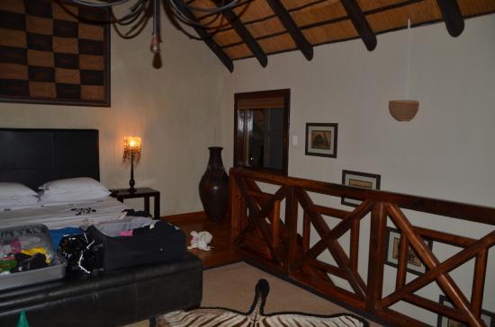 Indlovu River Lodge: master bedroom
