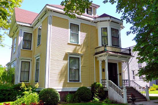 Pelton-Fuller House