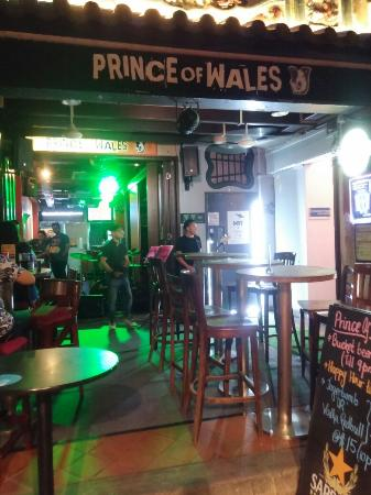 Prince of Wales Backpacker - Boat Quay: Live Music on Friday night Apr9, 2016