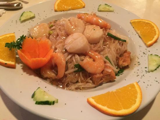 Lime Leaf Thai Fusion : Shrimp & Scallops over Pad Thai Noodles