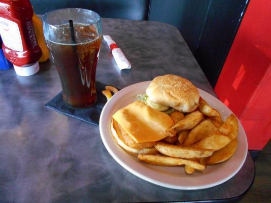 Ουαϊόμινγκ, Μίσιγκαν: Fish sandwich with fries