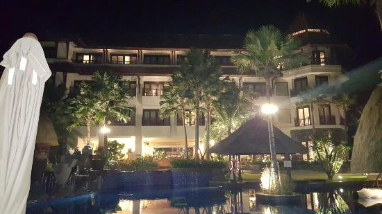 hotel at night picture of holiday inn resort bali benoa tanjung rh tripadvisor com