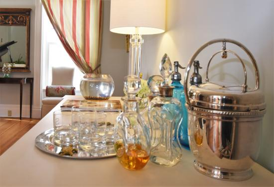 Skaneateles, Нью-Йорк: An eclectic mix of handsome decanters
