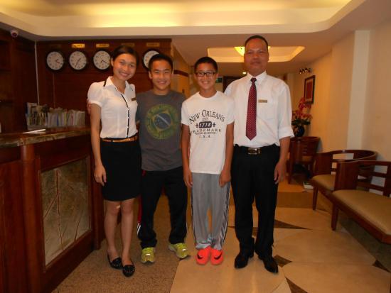 Hanoi Charming 2 Hotel: Staff welcoming my sons