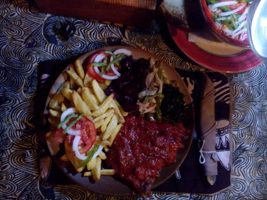 Mzuzu, Malawi: Steak with lots of nices fries, vegetables and salade