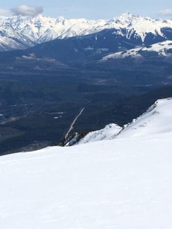 Snow Peak Rentals : a view of the parking lot at Quartz