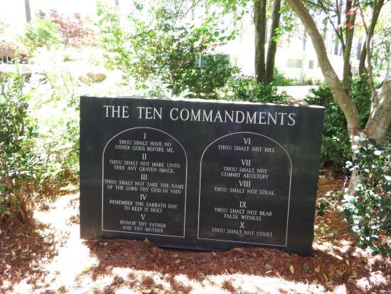 Metter, GA: The Ten Commandments